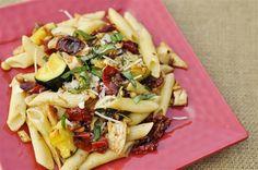 Roasted cherry tomato, garlic and chicken pasta