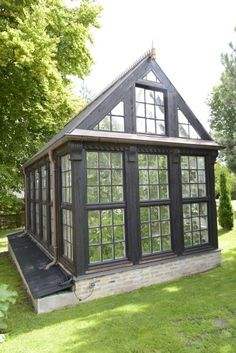 Every thought about how to house those extra items and de-clutter the garden? Building a shed is a popular solution for creating storage space outside the house. Whether you are thinking about having a go and building a shed yourself Backyard Greenhouse, Small Greenhouse, Greenhouse Plans, Greenhouse Wedding, Orangerie Extension, Wooden Greenhouses, Garden Structures, Shed Plans, Cabana