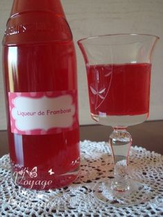 Raspberry liqueur - Culinary journey with Christelle - Trend Cocktail Recipes 2019 Refreshing Cocktails, Vodka Cocktails, Cocktail Drinks, Cocktail Recipes, Rumchata Recipes, Cocktail Maker, Raspberry Liqueur, Homemade Liquor, Gourmet Gifts