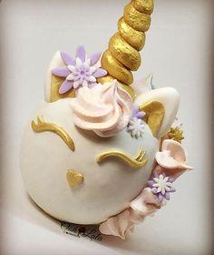 Unicorn cake pop