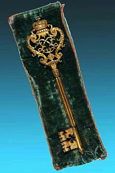 The key from the chapel of the chateau versailles...❤