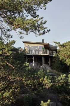 Modern Mountain Home, Mountain Homes, Sweden House, House By The Sea, Cottage Exterior, Cottage Farmhouse, Cabin Design, Facade House, Designers Guild