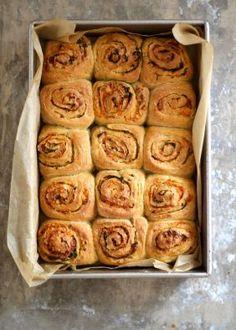Grove snurrer med ost, bacon og mye annet godt - Mat På Bordet Norwegian Food, Recipe Boards, Garlic Bread, Bread Baking, I Love Food, Finger Foods, Baked Goods, Baking Recipes, Tapas