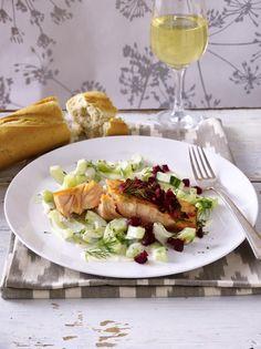 Unser beliebtes Rezept für Lachsfilet mit Rote Bete-Salsa und Gurkengemüse und mehr als 55.000 weitere kostenlose Rezepte auf LECKER.de.