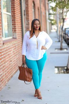 Stylish Plus-Size Fashion Ideas – Designer Fashion Tips Curvy Girl Fashion, Look Fashion, Autumn Fashion, Womens Fashion, Fashion Ideas, Jeans Fashion, 50 Fashion, Fashion Black, Modern Fashion