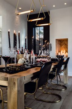 How to Create the Ultimate Halloween Tablescape - Andee Layne Modern Halloween, Chic Halloween, Halloween Home Decor, Halloween Season, Halloween House, Holidays Halloween, Halloween Decorations, Apartment Living, Fall Decor