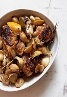 Piletina sa limunom, krčkana u Somersby jabuci, sa 40 čenova belog luka. Dobro i sočno!