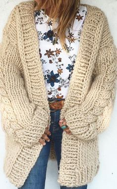 Crochet Cardigan Pattern, Knit Patterns, Crochet One Piece, Plus Size Cardigans, Crochet Woman, Baby Cardigan, Girly Outfits, Crochet Clothes, Clothing Photography