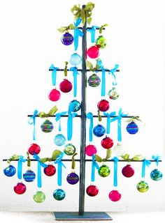Hundreds of FREE EASY Christmas Decor, Christmas Craft, Christmas DIY Ideas in 1 website. We are sure you can find great ideas for upcoming Christmas. Unusual Christmas Trees, Metal Christmas Tree, How To Make Christmas Tree, Alternative Christmas Tree, Christmas Love, Diy Christmas Ornaments, Xmas Tree, Christmas Holidays, Christmas Decorations