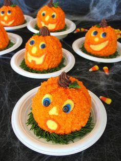 mini cakes-PUMPKINS! D'awwww!!!