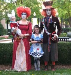 Cute family costumes :) Kyle's perfect for this :-))