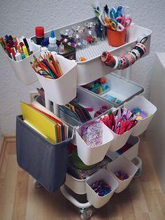 Jetzt wird's ordentlich im Kinderzimmer: Unser Bastelwagen   Marry Kotter Craft Room Storage, Ikea Craft Room, Art Storage, Ikea Handwerksraum, Diy For Kids, Crafts For Kids, Ikea Raskog Cart, Art Cart, Deco Originale