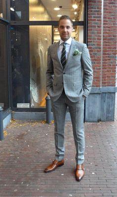 Set van de dag: Suit up! Een prachtig pak van Tommy Hilfiger, daaronder een overhemd van Artu Napoli en schoenen van Magnanni.
