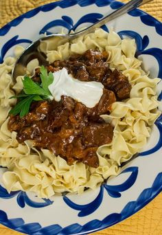 Get the old world flavor of a traditional Hungarian goulash minus all the effort in the kitchen by preparing this simple slow cooker recipe. This All Day Hungarian Goulash basically cooks itself during the day, leaving you to get other things done. Easy Goulash Recipes, Slow Cooker Recipes, Crockpot Recipes, Cooking Recipes, Cooking Tips, Diner Recipes, Easy Cooking, Easy Recipes, Beef Dishes