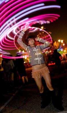 this awesome hooping girl reminds me of Charlene yi. :) but with rufflebutt. Festival Must Haves, Festival Guide, Edm Festival, Led Hula Hoop, Led Hoops, I Like To Dance, Rave Accessories, Gypsy Warrior, Flow Arts
