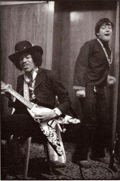 Jimi Hendrix and Eric Burdon Photo by Linda McCartney Linda Mccartney, Jimi Hendrix Experience, Music Icon, My Music, Music Mix, Music Stuff, Rock N Roll, Jimi Hendricks, The Ventures