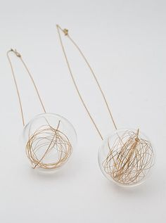 Wendy Ramshaw - Lucciole  18ct yellow gold chain, pendant necklace, glass sphere with gold thread
