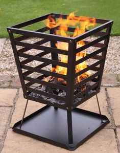 These fire pit ideas and designs will transform your backyard. Check out this list propane fire pit, gas fire pit, fire pit table and lowes fire pit of ways to update your outdoor fire pit ! Find 30 inspiring diy fire pit design ideas in this article. Metal Fire Pit, Diy Fire Pit, Fire Pit Backyard, Grill Outdoor, Outdoor Fire, Outdoor Living, Fire Pit Grill, Fire Pits, Fire Pit Video