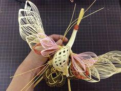 五色鶴  Mizuhiki Crane bird    #japan #mizuhiki #wedding #yuino#fukuoka#hakata Japanese New Year, Japanese Paper, Ancient Japanese Art, Paper Cranes, Crane Bird, Weaving Designs, Weaving Art, Plaits, Japanese Beauty