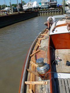 diy teak deck Restore Wood, Boat Restoration, Tri State Area, Wood Boats, End Of The World, Teak, Sailing, Places, Diy