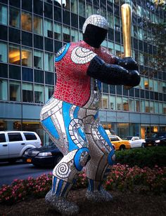 niki de saint phalle | Niki de Saint Phalle art installation on Park and 55th