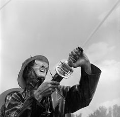 1950, A competitor at the Minneapolis Auxiliary Fire Crews Competition in Minnesota. | 25 Stunning Vintage Photographs Of Female Firefighters