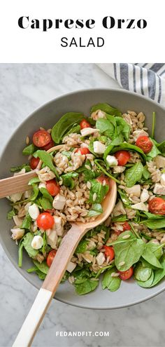 This Caprese Orzo Salad is a fuss-free make-ahead lunch (or dinner!) option that is bursting with juicy tomatoes, fragrant basil, and fresh mozzarella! Clean Eating Recipes, Healthy Recipes, Healthy Meals, Free Recipes, Healthy Food, Healthy Eating, Orzo Salad, Soup And Salad, Fresh Mozzarella