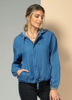 Bomber jeans com bolsos, capuz e elástico nos punhos disponível do P ao XXG. Encontre no #aplicativo #Posthaus usando o código: 3201680 #JeansdoPPaoPlusSize #bomberjeans #doPaoXXG #plussize Hooded Jacket, Ideias Fashion, Plus Size, Athletic, Products, Cuffs, Jean Jacket Outfits, Built Ins, Cowls