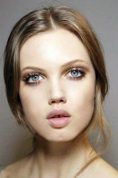 Spring 2015 Sixties Twiggy Makeup Trend: Paul & Joe #makeup #makeuptrends #beautytrends #Twiggymakeup