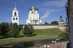 RU_150625 Venäjä_0003 Pihkovan (Pskov) Kreml Pihkovan oblastissa Taj Mahal, Russia, Mansions, House Styles, Building, Travel, Viajes, Manor Houses, Villas