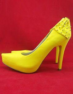 Sapatos de festa em promoção, acesse www.blacksuitdress.com.br #sapatodefesta #sapatoamarelo #show #estilo #sofisticação #formatura #blacksuitdress