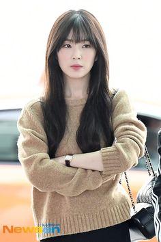 Seulgi, Korean Girl Fashion, Kpop Fashion, Korean Bangs Hairstyle, Asian Music Awards, Light Makeup Looks, Hair Color Streaks, Red Velvet Irene, Stylish Girls Photos