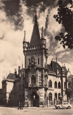 #Kosice #Slovakia #architecture My Town, Study Abroad, Hungary, Budapest, Old Photos, Barcelona Cathedral, Judaism, Palaces, Architecture
