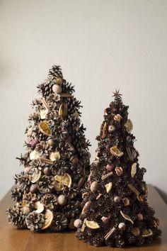 Christmas Plants, Christmas Tree With Gifts, Christmas Diy, Christmas Wreaths, Christmas Decorations, Xmas, Christmas Ornaments, Holiday Decor, Pine Cone Tree