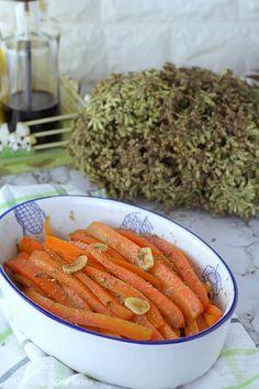 Le carote all'aceto balsamico, insaporite con origano e aglio, sono un contorno gustoso a basso contenuto calorico; una bella idea per chi è a dieta! #PinterestxAltervista