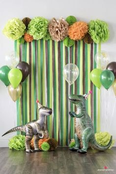 Dinosaurs may be extinct, but their timeless appeal continues to make dinosaur-themed birthday parties a roaring good time for anyone who digs the dino scene.Dinosaur Birthday Party Decorations for boys. In order to build up sense of ritual, celebrat Dinosaur Birthday Party, 4th Birthday Parties, 3 Year Old Birthday Party Boy, Boys Birthday Decorations, Dinasour Birthday, Diy Dinosaur Party Decorations, Birthday Celebration, 1st Birthday Party Ideas For Boys, Birthday Wall