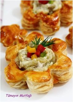 appetizer idea - cut biscuits with cookie cutter & fill Crab Pasta Recipes, Crab Appetizer, Turkish Kitchen, Middle Eastern Recipes, Turkish Recipes, Snacks, Vegetable Dishes, Breakfast Recipes, Good Food