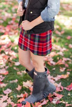 Plaid skirt and Hunter Boots = fall style.