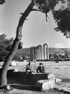 Old Photos, Vintage Photos, Monuments, Athens, Places To Go, Wolf, Nostalgia, Memories, History