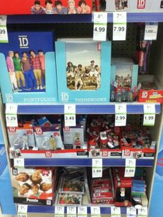I want the Zayn keychain! One Direction Merch, One Direction Harry Styles, I Like You Alot, Harry Styles Pictures, Zayn, Boys Who, Larry, First Love, Nice Place