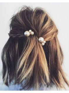 Idée Tendance Coupe & Coiffure Femme 2018 : : We do not look only at the. Idée Tendance Coupe & Coiffure Femme 2018 : : We do not look only at the clothing nor consider only shoes and handbags the ma Hair Inspo, Hair Inspiration, Loose Braids, Braids In Short Hair, Wedding Hairstyles For Short Hair, Summer Hairstyles For Medium Hair, Simple Braids, Short Hair Waves, Simple Updo