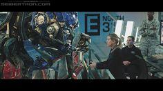 Charlotte Mearing de cara a #OptimusPrime en la base secreta N.E.S.T