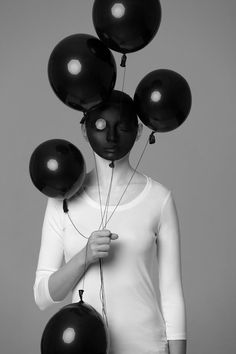 Humiforms: Playful, conceptual body-painting portraits in black and white – Alexander Khokhlov #alexanderkhokhlov #blackandwhite #bodyart #bodypainting #conceptualart #humiforms #illusion #magic #magictrick #magician #opticalillusion #painting #portrait #veronicaershova