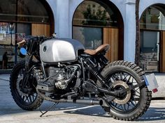 This custom motorcycle based on a 1981 BMW was modified by Fran Manen (owner of Lord Drake Kustoms) in their workshop in Málaga (Spain) Bobber Bikes, Bmw Motorcycles, Custom Bmw, Custom Bikes, Bmw Cafe Racer, Cafe Racers, Retro Bikes, Bmw Scrambler, Ktm Duke