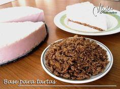 Esta galleta Dukan para bases de tarta es rápida, fácil, está muy rica y se puede hacer tanto en el microondas como en el horno. Yo hago varias a la vez y las congelo, cada una en una bolsita, ya t...