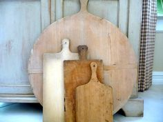 Vintage  Bread Board Round Cutting Board 1940s Dough Board// Rustic French Country Home Decor
