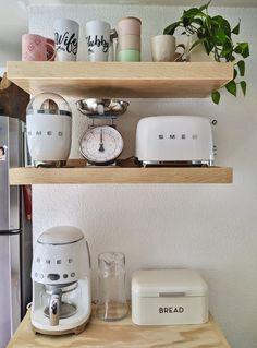 #Smeg #Kitchen #Panera #RepisasDeMadera #PlantsInKitchen #CafeteraSmeg #TostadoraSmeg #FarmHouse #JugueraSmeg #CocinaPequeña