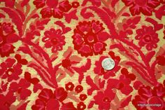 Anyone else grow up with flocked wallpaper on the walls?