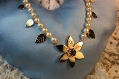 Flower necklace. Gold 585714k. Smoky quartz and diamond. Handmade by Goldsmith Sanna Hytönen, Finland. http://www.kultaseppasannahytonen.com/