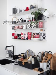 SISUSTUSHATTARA | sliik Marimekko, Kitchen Decor Themes, Home Decor, My Ideal Home, Beautiful Houses Interior, Interior Decorating, Interior Design, Red Interiors, Modern Kitchen Design